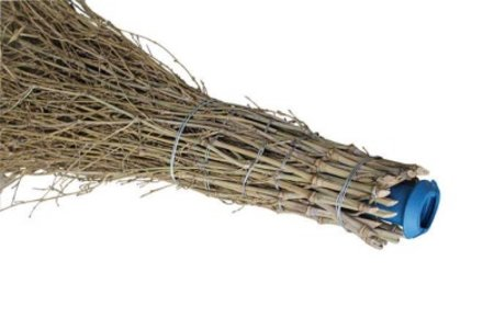 Bambusbesen mit Kanüle